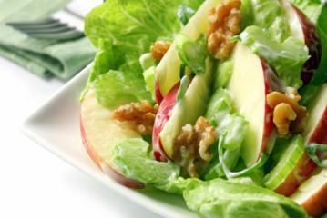apfel sellerie salat mit walnüssen und rosinen