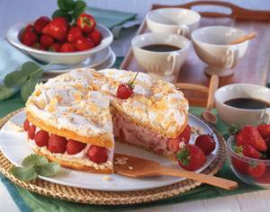 baiser zitronen torte mit erdbeer joghurt füllung