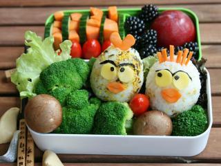 bento onigiri angry birds mit brokkoli vegetarisch