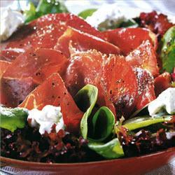 bresaola carpaccio auf salat mit estragon topping