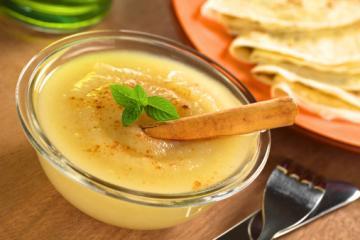buttermilch pfannkuchen mit birnenkompott