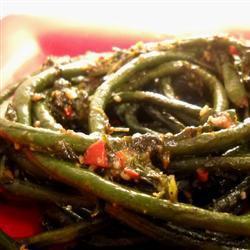 chinesische schlangenbohnen mit pfefferkörnern