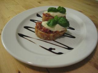 crostini mit tomaten und mozzarella