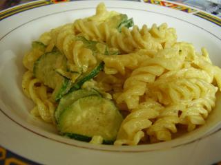 curry nudelpfanne mit zucchini