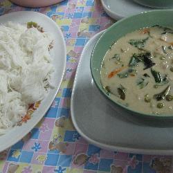einfaches grünes thai curry mit huhn geng kyo wan gai