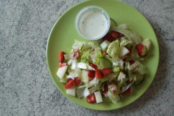 eisberg gurken salat mit erdbeeren und melone rezepte suchen. Black Bedroom Furniture Sets. Home Design Ideas