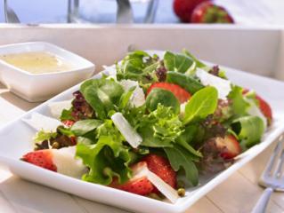erdbeer pfeffer salat