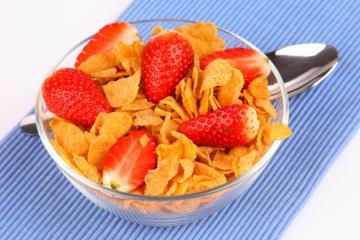 erdbeeren mit cornflakes