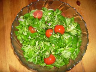 feldsalat mit tomaten und senf dressing