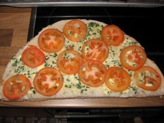fladenbrot mit tomaten und schafskäse