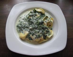 fleisch tortelloni mit gorgonzola spinatsoße