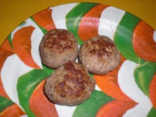 fleischpflanzerl mit mozarella