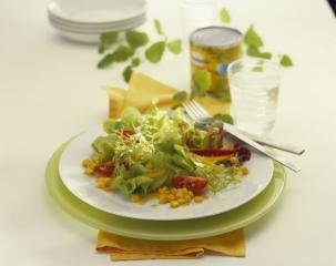 frischer salat mit mais