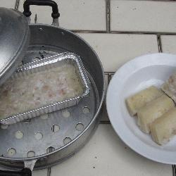 gedämpfter bananenkuchen auf thailändische art kanom gluay