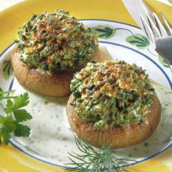 gefüllte champignons mit speck in kräutersauce