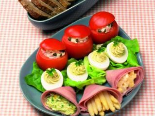 gefüllte tomaten und gefüllte eier