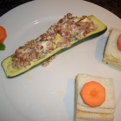 gefüllte zucchini mit gekochtem schinken