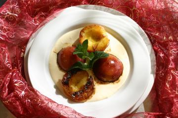 gegrillte pfirsiche mit mediterraner mascarpone sosse