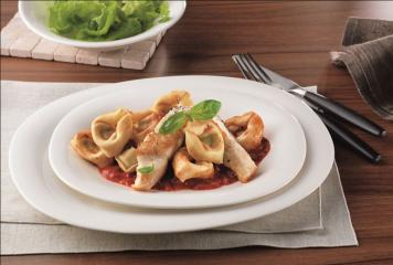 gegrilltes barschfilet mit tortelloni ricotta e spinaci und chili