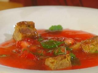 geliertes erdbeer rhabarbersüppchen mit kalt gepresstem olivenöl