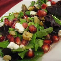 gemischter salat mit granatapfel und feta und zitronen senf vinaigrette
