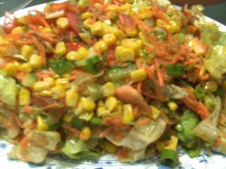 gemischter salat mit mais