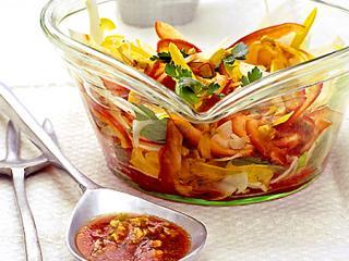 gemüse schichtsalat mit petersilie