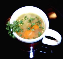 gemüsebrühe als basis für suppen oder als getränk