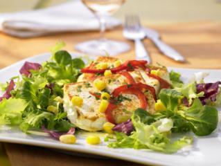 gourmet salat mit gebackenem schafskäse