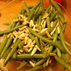 grüne bohnen mit thymian und gerösteten mandeln