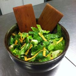 grüner salat mit sauce vinaigrette