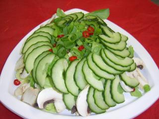 gurken champignon salat mit peperoni