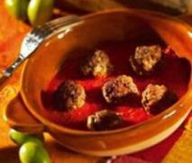 hackbällchen in tomaten oliven sauce