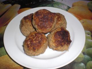 hackfleisch mit cornflakes und rosinen