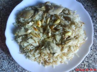 hähnchenreis mit gerösteten pinienkernen und mandeln