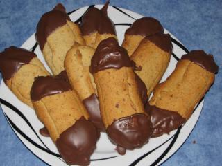 haselnuss spritzgebäck mit schokolade