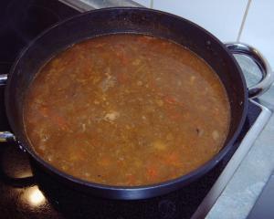 hausgemachte gulaschsuppe