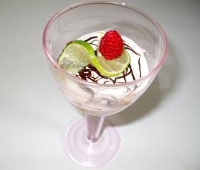 himbeer pfirsich salat mit limetten sahne joghurt