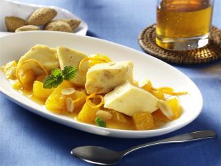 honigeis mit gerösteten mandeln und orangen ingwer sauce