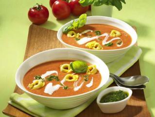 italienische tomatencremesuppe mit pesto