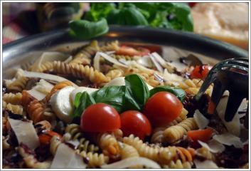 italienischer bunter nudelsalat