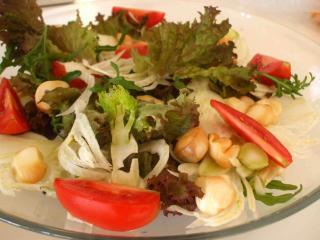 italienischer salat mit scamorza vegetarisch