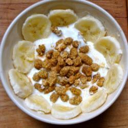 joghurt mit maulbeeren und banane