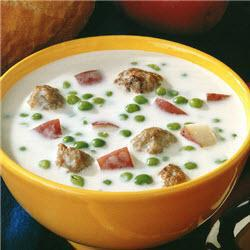 kartoffel erbsen suppe mit fleischbällchen