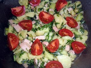 kartoffel gurken salat mit fleischwurst
