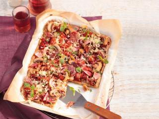 kartoffelpuffer pizza mit schinken und salami