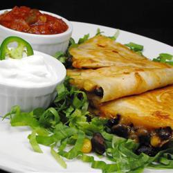 käse tortillas mit schwarzen bohnen und mais quesadillas
