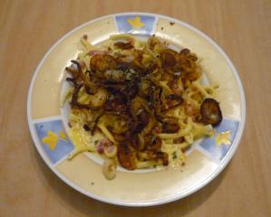 käsespätzle mit würzigen röstzwiebeln