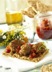 köttbullar snack mit preiselbeer paprika chutney