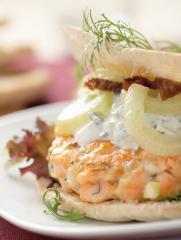 lachsburger mit tsatsiki